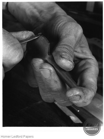 Carving a Scalloped Peg Head