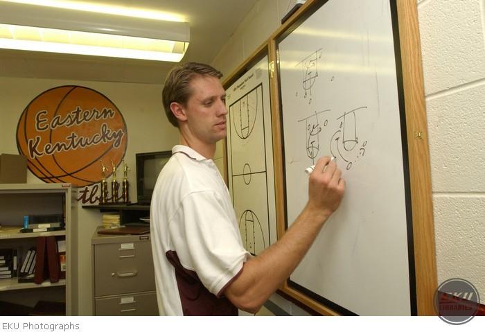 2001-10-22-mbasketball_brannen-002.jpg