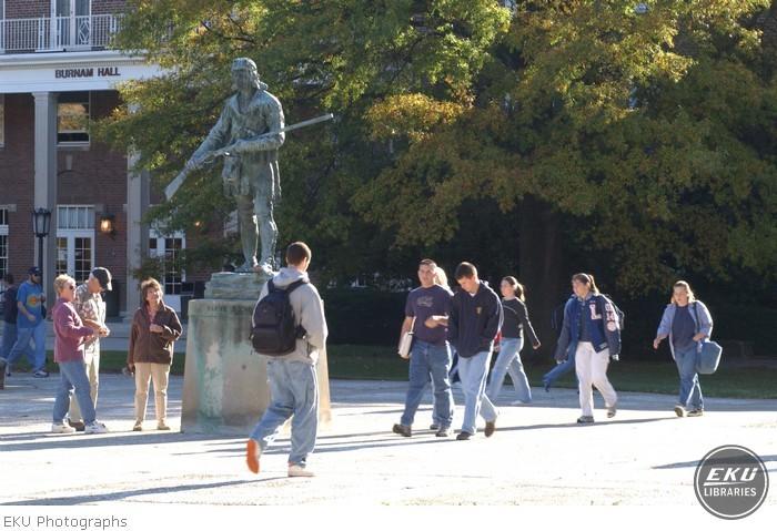 2001-10-15-campus_scenes-a17.jpg