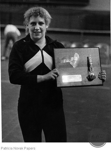Laura Spencer holding the trophy